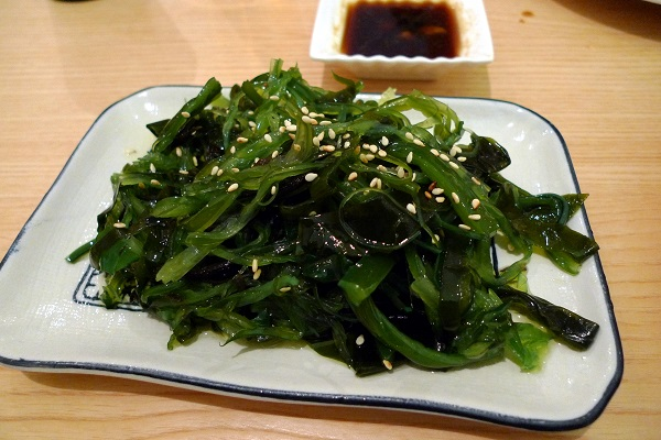 A dish of spicy pickled seaweed